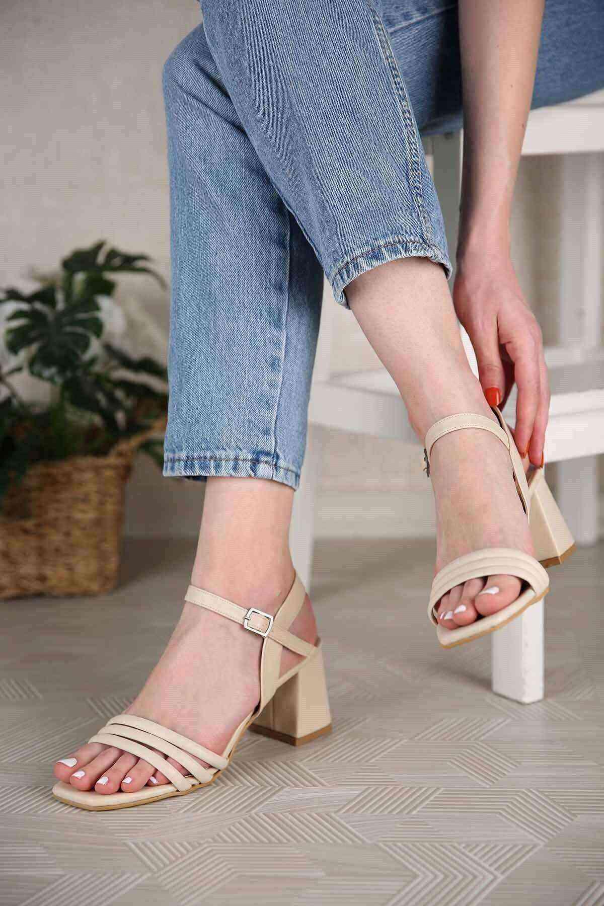 Krem 3 Bant Bilekten Bağlı Kadın Topuklu Ayakkabı